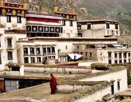 roof viewing of Drepung Monastery