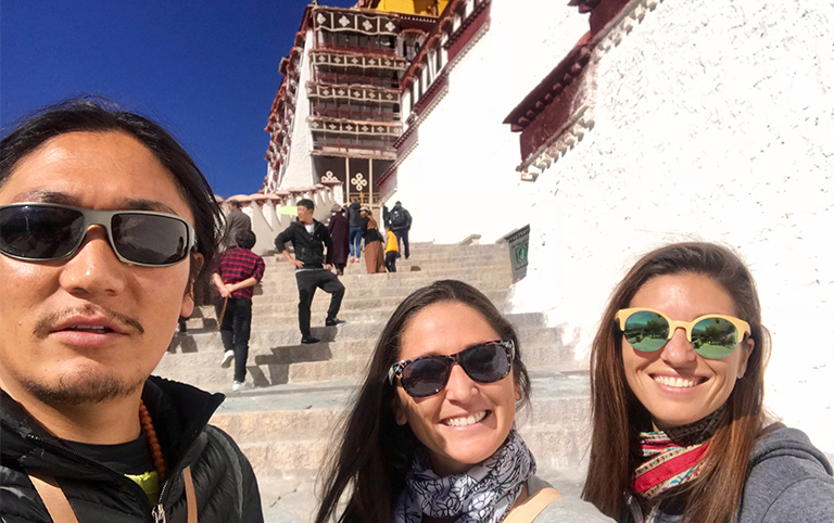 Julie's family took photo with their guide in Potala Palace