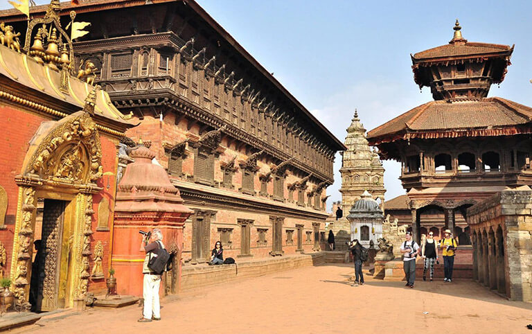 Tourists leisurly strolling at Bhaktapur
