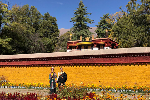 Richard's Family from Britain visited Ganden Monastery in Lhasa, tour made by Catherine