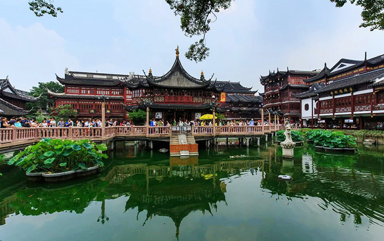 Enjoy the charming scenery of Yu Garden