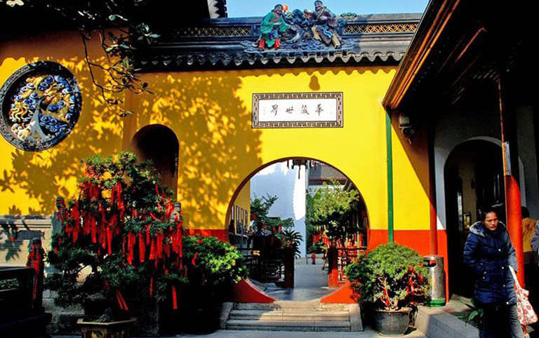 Jade Buddha Temple - A Peaceful Place in Shanghai