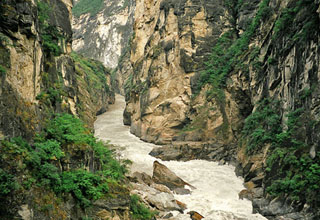 Tiger Leaping Gorge at the first bending of Yangtze River